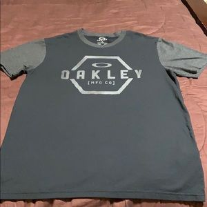 Men's Pullover Tee by Oakley for Buckle. EUC!